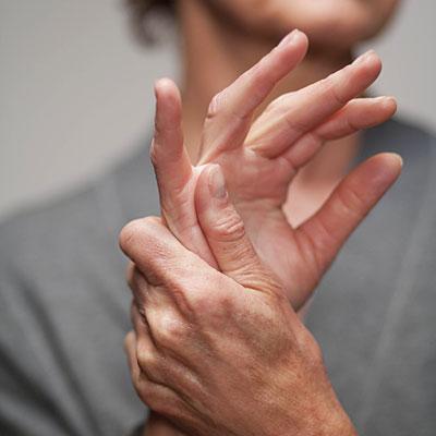 Почему болят суставы на пальцах соль снег сустав