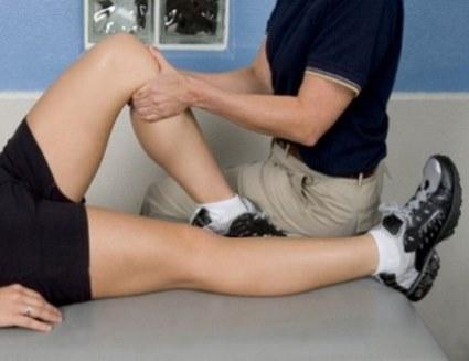 травма колена осмотр пациента