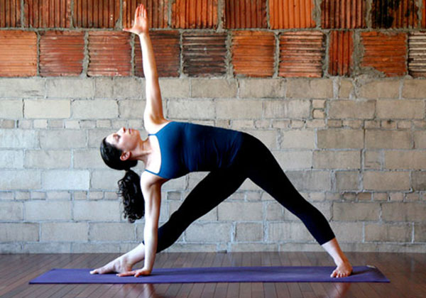 Trikonasana-Benefits-in-healthy-stretching-of-thighs-calves-muscles
