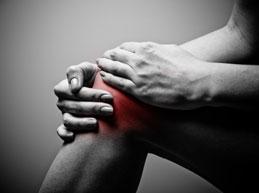 у мужчины болит колено