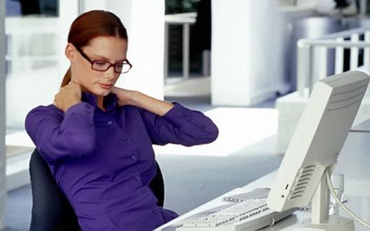 боль в шее при длительной работе за компьютером