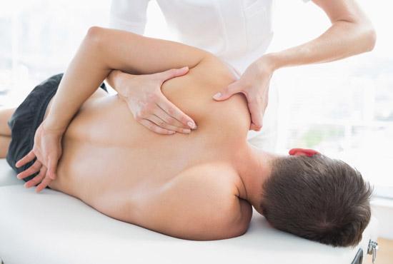 массаж плечелопаточной зоны