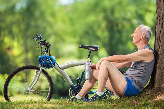 велосипедист на отдыхе